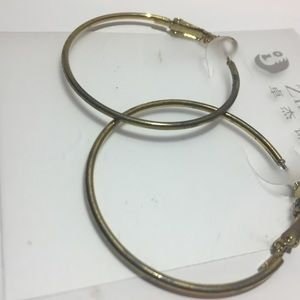 Jewelry - Small gold hoop
